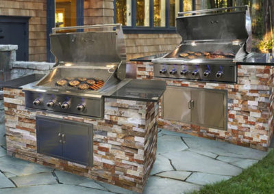 Stonehedge_Grills_with_stone_veneer